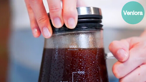 How do you make homemade iced tea?